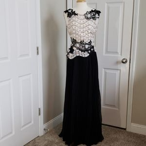 New Talbot Runhof Moonie Long Formal Gown Size 6